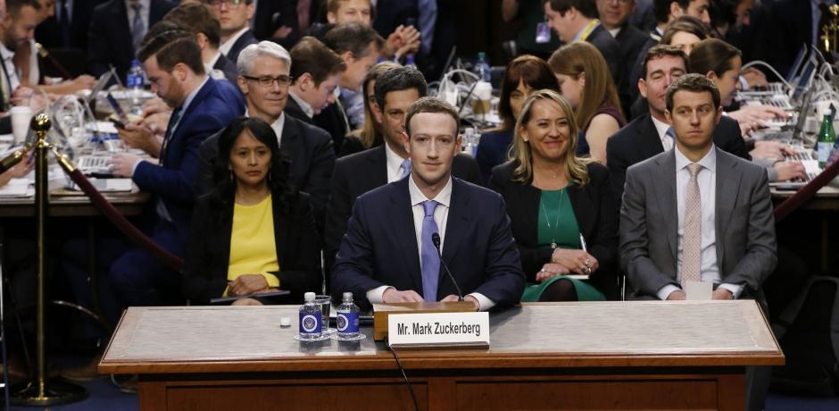 فضيحة سوء استغلال البيانات الشخصية : مارك زوكربرغ يعتذر أمام الكونغرس تاركا اسئلة من دون اجوبة