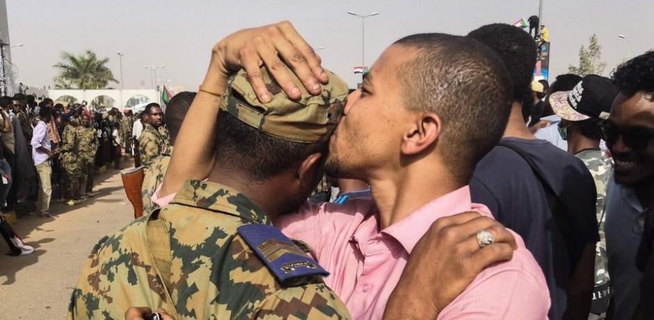 السودان ما بعد البشير... بين حراك الشارع و تطمينات المجلس العسكري الانتقالي
