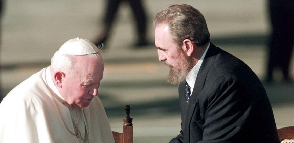 Le 21 janvier 1998, Jean-Paul II rencontre Fidel Castro