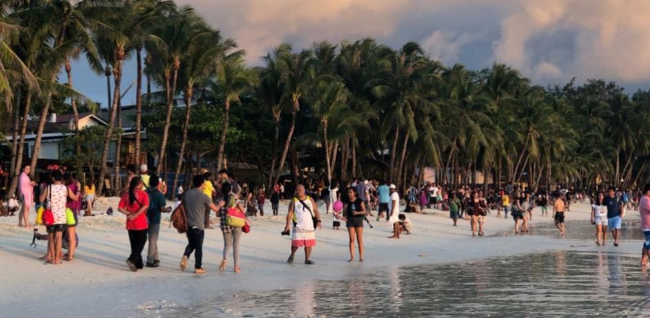 Après un grand ménage, retour des touristes à Boracay